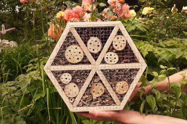 Groot insectenhotel van pallethout